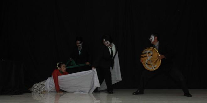Memperingati hari terater se-Dunia oleh Teater Kampoeng 28 SMAIS